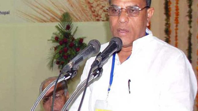 Agriculture Minister of MP Gauri Shankar son in law beaten by women with slippers
