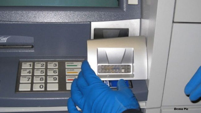 two persons looted 28 lakh rupees from atm in mumbai