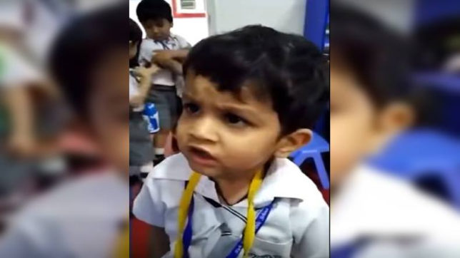 The cute school boy sang the Gulabi Ankhein Jo Teri Dekhi song video Viral in social media