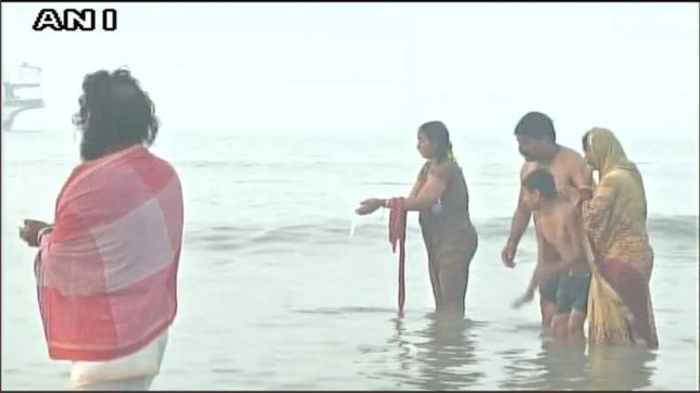 devotees take holy dip at ganga sagar
