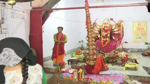 Nageshwar Baba from Bihar balances 21 pots on his chest to worship Goddess Durga