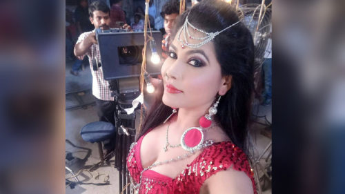 Bhojpuri Item Queen Seema Singh Hot and sexy photos and video