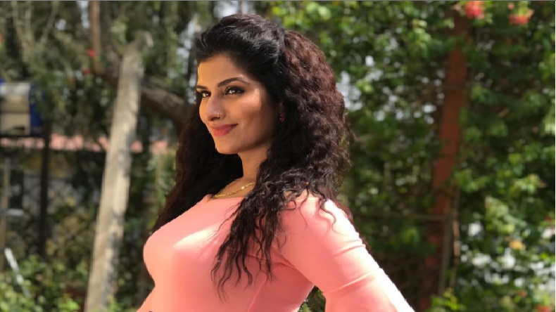 Bhojpuri bombshell Poonam Dubey too hot to handle in pink short dress