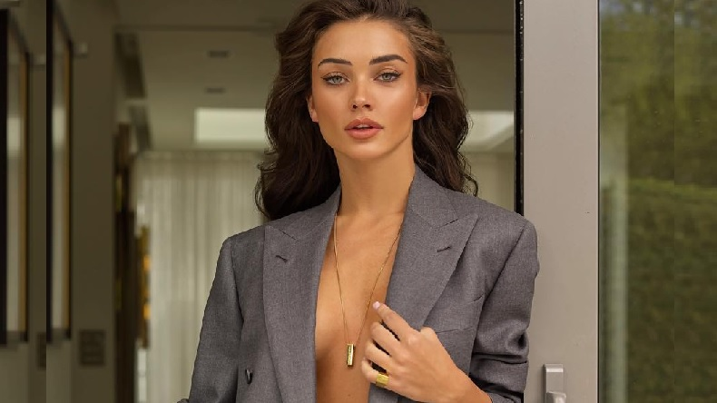 When Amy Jackson's dress Slipped In front of Salman khan and Rajinikanth
