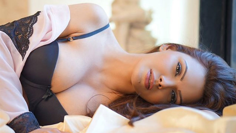 Sherlyn-Chopra-Sexy-Photo